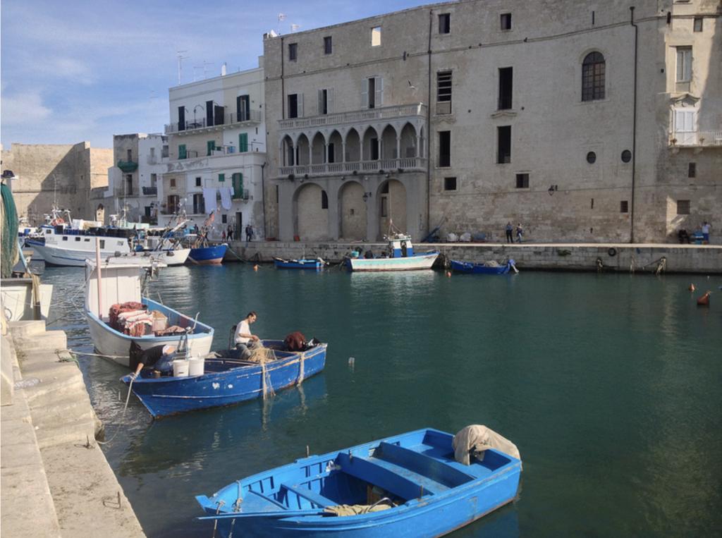 Puglia látnivalók - Monopoli vára a tengerparton