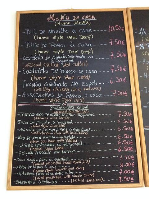 Étlap egy helyi bárban, Ribeira Grandéban