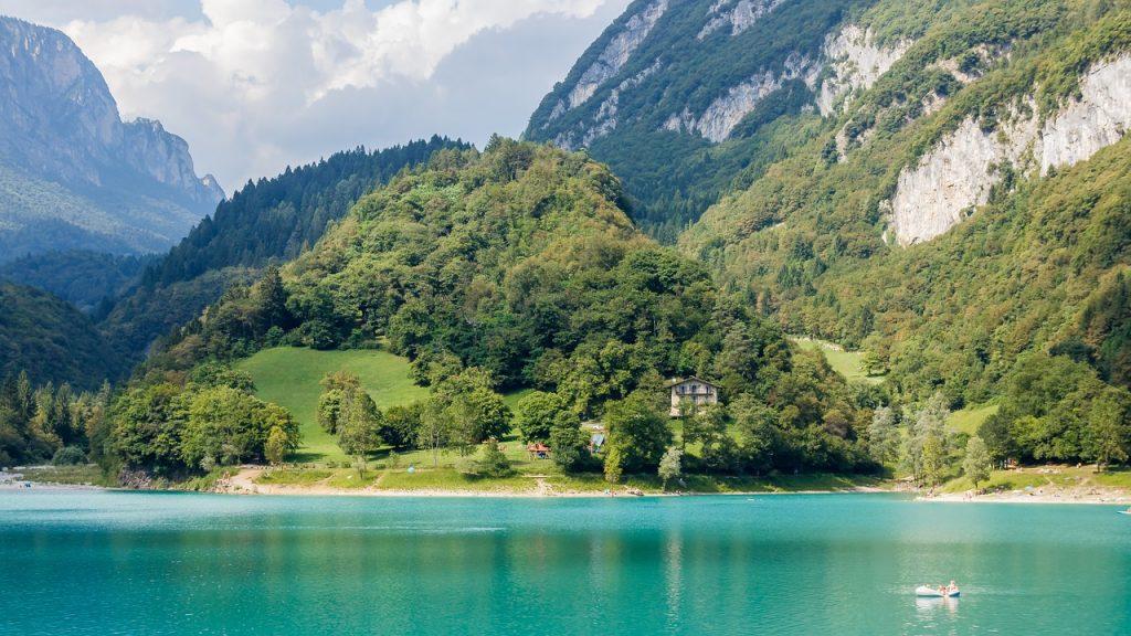 Garda-tó mesebeli lago di tenno