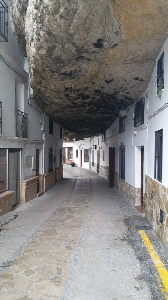 Andalúzia látnivalói közül Setenil de las Bodegas kihagyhatatlan