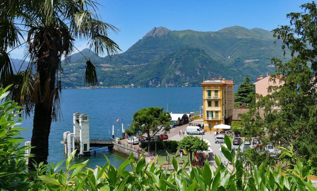 Comoi-tó látnivalói kikötő Varennában
