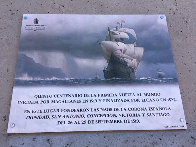 Tenerife kikötőjében egy tábla