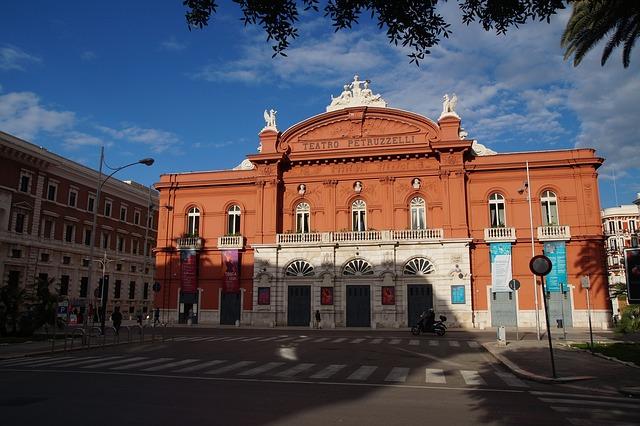 Puglia látnivalói: bari látnivalói, színház