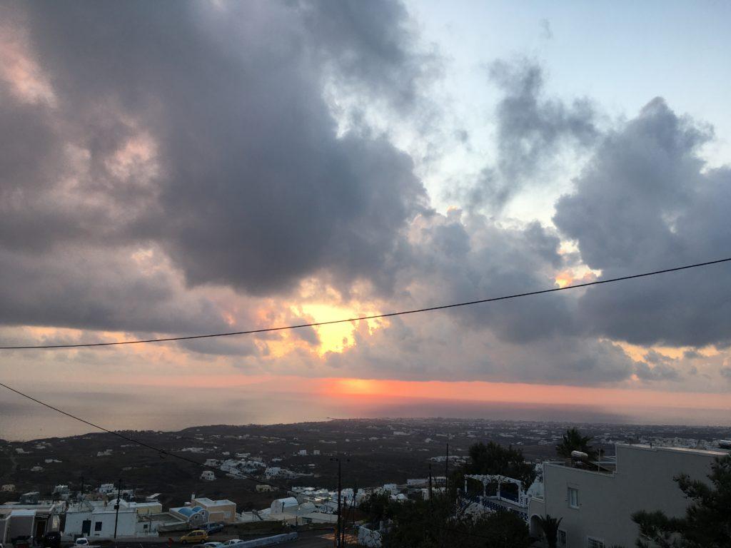 A napkelték is fontosak itt: Az élet Santorinin
