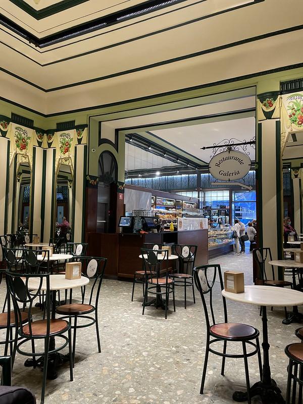 porto élménybeszámoló - kávéház a piaccal szemben